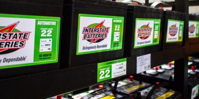 selecionando o tipo específico de modelo de bateria interestadual para o meu carro em Costco
